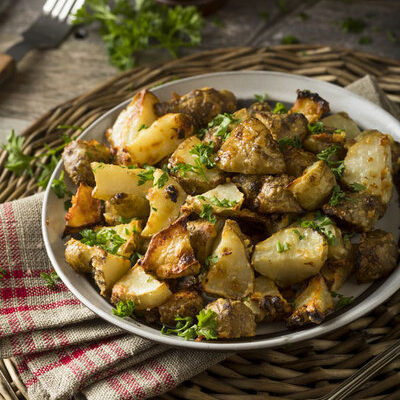 The Jerusalem artichoke is a kind of root vegetable that belongs to the sunflower family.