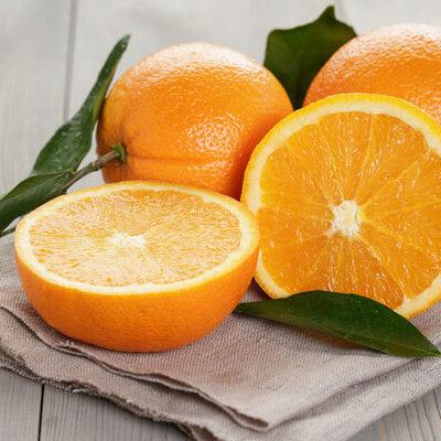 The orange (Citrus sinesis) is a type of citrus fruit belonging to the Rutaceae family.
